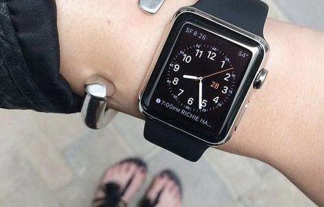 ساعة ايفون