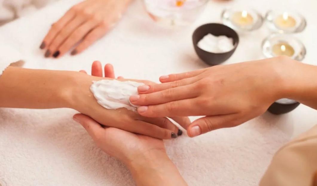 3 من أفضل مقشر لإزالة الجلد الميت من الجسم